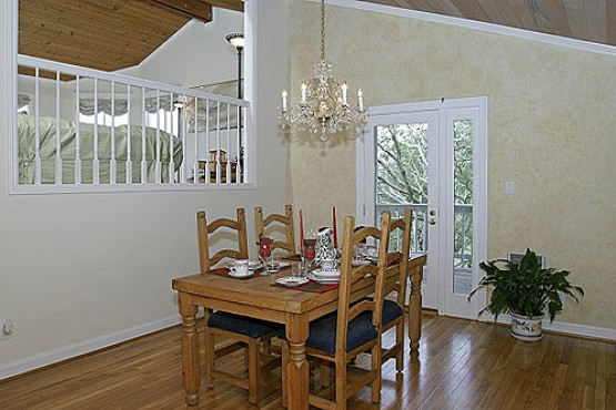 5707 Idlewood_Dining