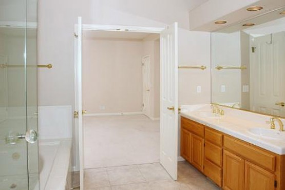 5712 Fairway Knolls_MasterBath