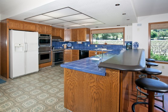 590 Pleasant_Kitchen